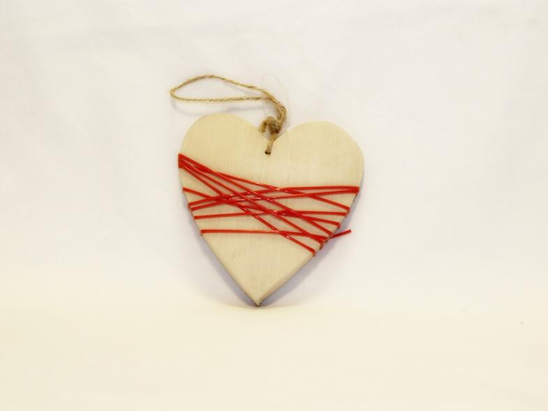 Dřevěné srdce s bužírkou